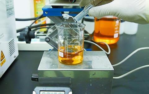我国科学家成功研发治污新材料 光照2周可改善水质