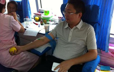 合肥两市民坚持无偿献血20年