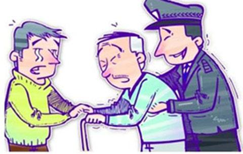 老人迷失离家30里之外 民警相助寻亲人