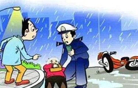 古稀老人突发心梗 巡逻交警冒雨救助