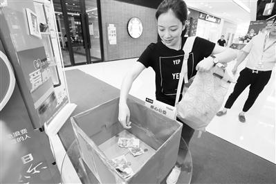 """合肥街頭出現""""共享冰箱"""" 可捐贈食物也可免費領取"""