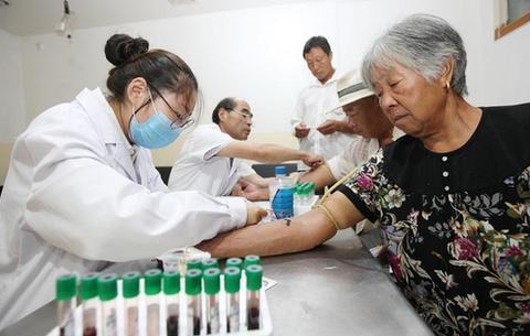 安徽蒙城:健康送給貧困戶
