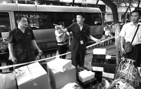 """合肥廬陽法院強制執行放大招 40多名幹警淩晨替老賴""""搬家"""""""