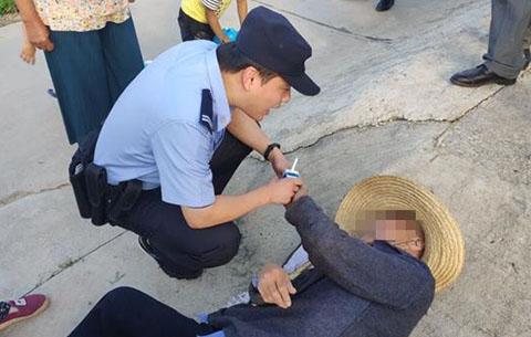 七旬老人迷路暈倒 警民攜手及時救助