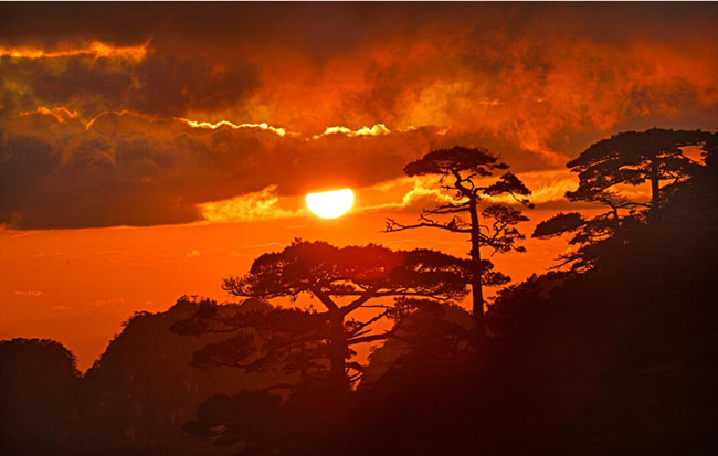 夕陽晚霞暮雲重 雨過放晴秋漸濃
