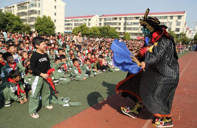 安徽蒙城:傳統戲曲進校園