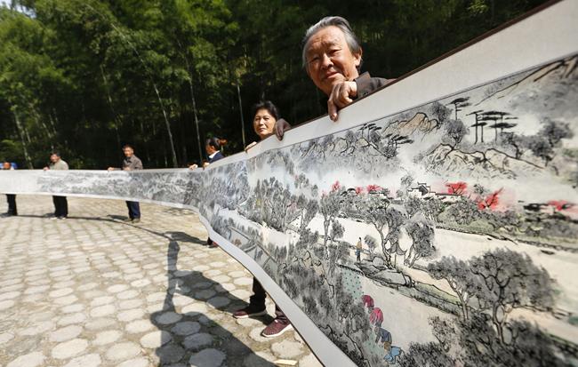 18米絲縷畫長卷再現徽州古韻