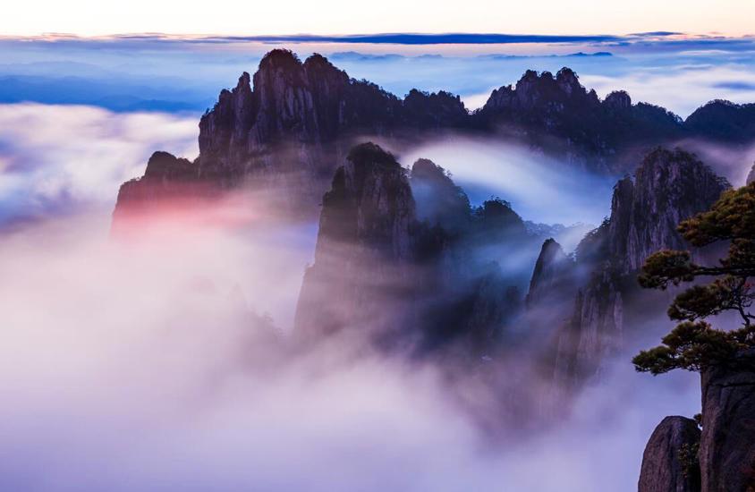 烟云翻腾变幻奇 波起峰涌似观海