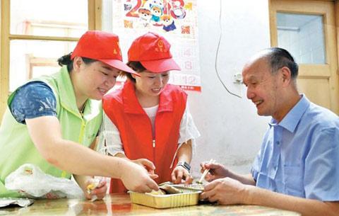 """安徽合肥""""助餐工程"""":解决独居老人吃饭难"""