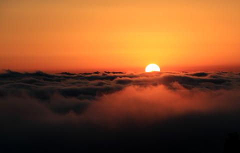 黃山迎來入冬首場雲海奇觀