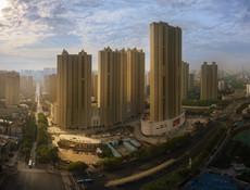 晨光映撒壩上街