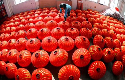 安徽合肥:趕制燈籠迎春節