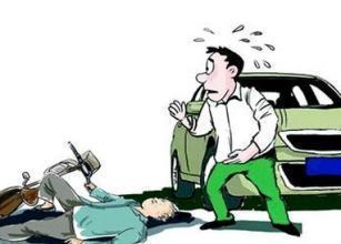 老人遇車禍 青年急施救