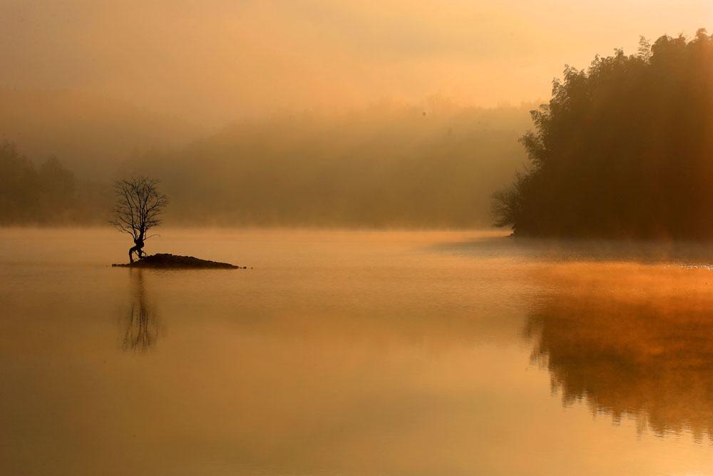 冬湖流平霧 晨曦鏡煙雲