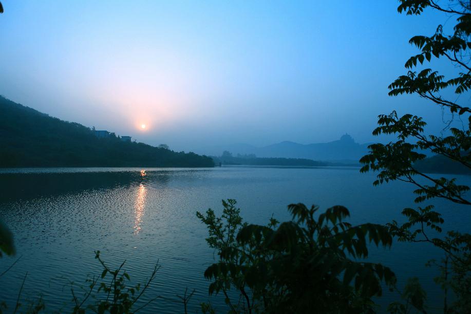 雞籠山(shan)半月湖4A級旅游風景區(qu)1