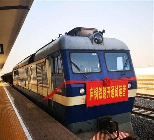 廬(lu)銅鐵路客運(yun)列車正式開通(tong) 系安徽首(shou)條自(zi)主建設鐵路