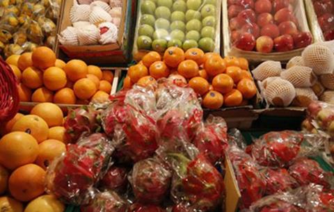 合肥一水果店任性佔道經營被罰500元