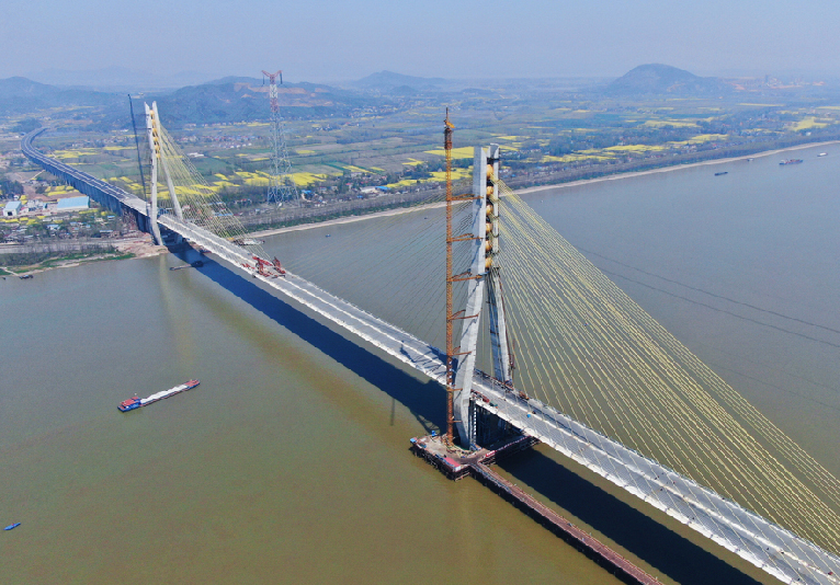 航拍:池州長江公路大橋初展雄姿
