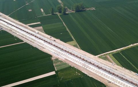 鄭阜鐵路安徽段全線進入鋪軌階段