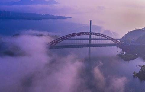 雙橋落彩虹 夢幻太平湖