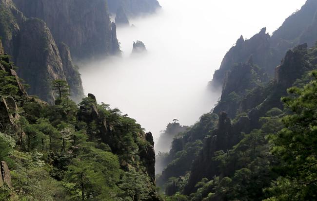 西海入峽谷 雲涌出奇峰