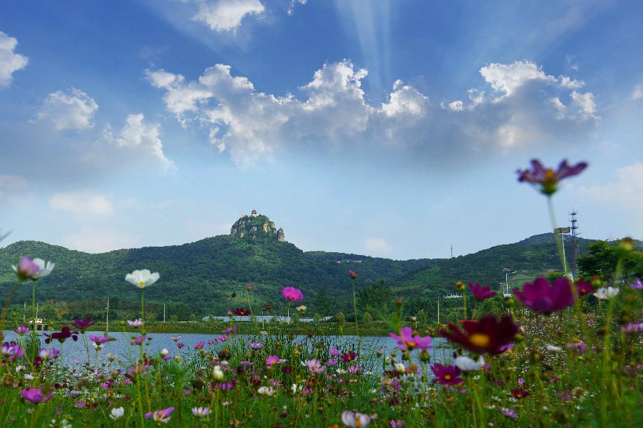 雞籠(long)山半(ban)月湖4A級旅游風景區2