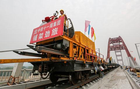 商合杭高鐵跨淮河特大橋開始鋪軌