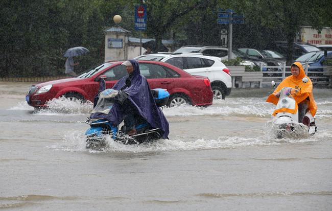安徽黃山:暴雨襲城