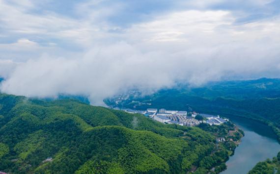 航拍:雲繞佛子嶺 雨潤大別山