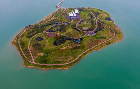 航拍:採煤塌陷區變身美麗綠金湖