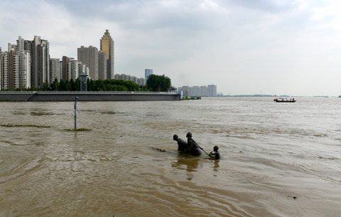 """長江水位上漲,蕪湖""""網紅""""雕塑被淹"""