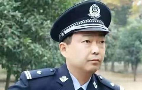 """從醫到警—— """"70後""""民警李加海的警察夢"""