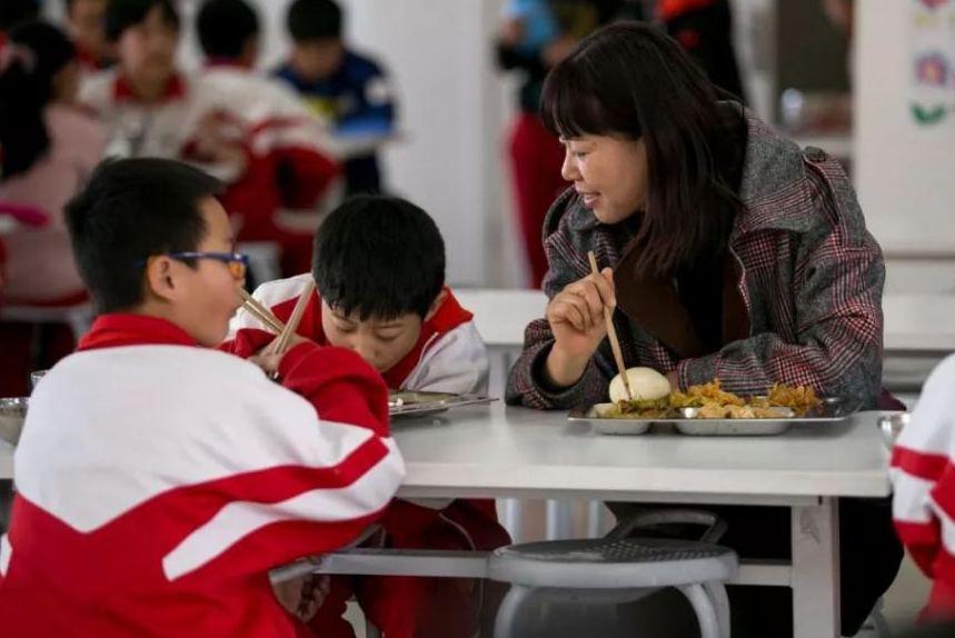 合肥市鼓勵學校嘗試建立家長陪餐制度