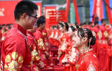 安徽:工地上的集體婚禮