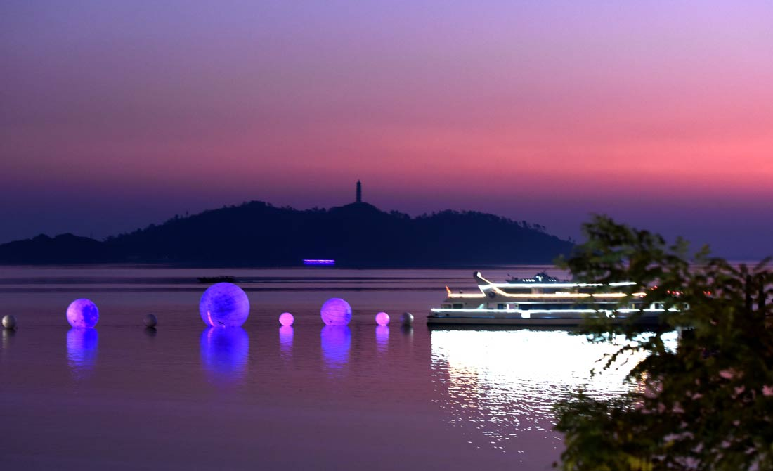 航拍︰漁(yu)火唱晚(wan)映巢(chao)湖
