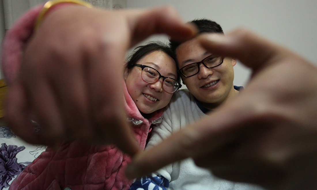 700個(ge)日夜,他用痴心堅守喚(huan)醒愛情(qing)