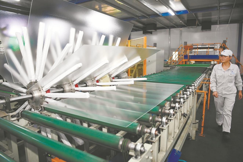 合肥彩虹光伏玻璃自動化生産線