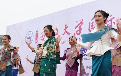 安徽:校園裏的國際文化節