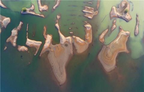 """航拍:奇趣""""島礁"""" 抽象如畫"""