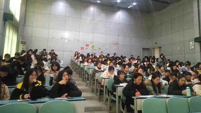 中學一線(xian)思政名師(shi)走進高校開(kai)展專題講座