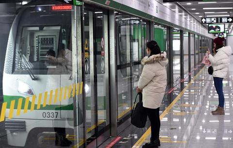 軌道交通三號線開通在即 市民參與免費試乘體驗