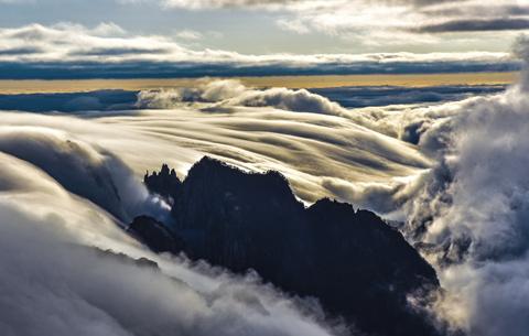 雲上千峰秀 銀河萬裏風