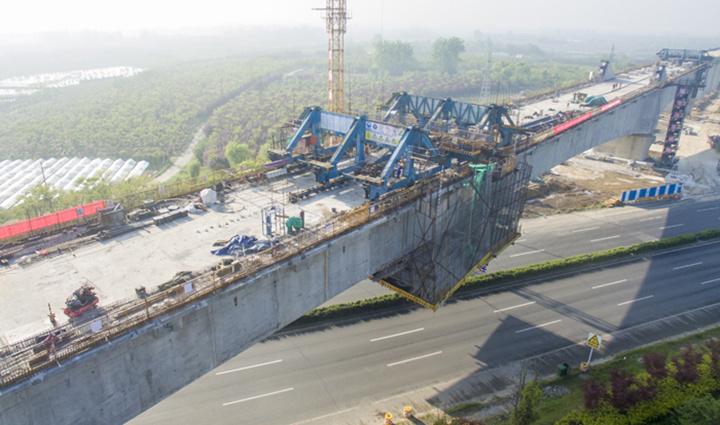 合安高鐵全線最大連續梁拱橋成功合龍