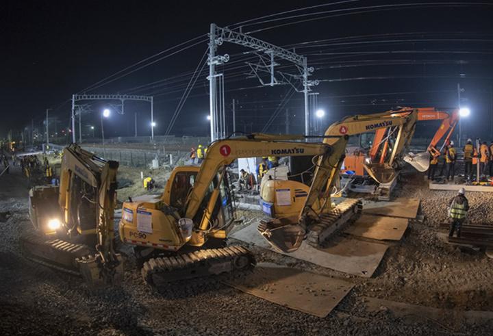百臺設備集結夜戰!商合杭鐵路肥東站改造啟動