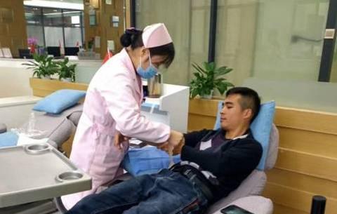 """感動!患者(zhe)手術急(ji)需(xu)""""熊貓血""""熱心(xin)小伙驅車2小時獻血援助"""