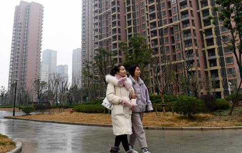 安徽(hui)肥西(xi)︰農民喜(xi)獲安置房