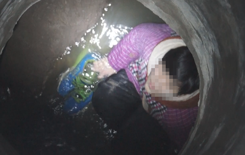12歲男孩不慎墜落窨井 消防員緊急救援