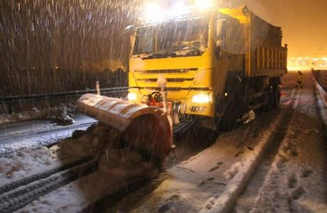 雪夜不眠!安徽高速晝夜除雪保暢通