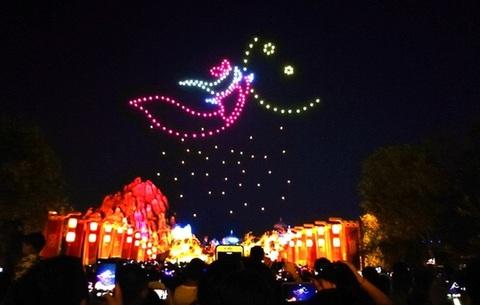 蕪(wu)湖方特開啟新春模(mo)式(shi) 無人機燈光秀點亮歡樂新年(nian)
