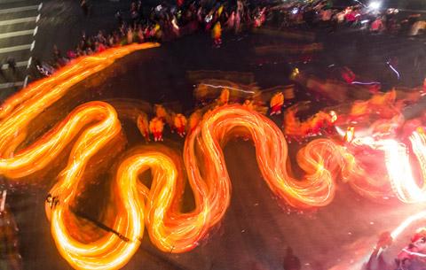 火舞洋蛇燈 非遺迎(ying)新春